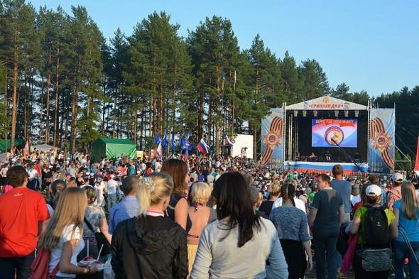 На фестиваль съезжают несколько сотен тысяч человек со всех уголков нашей страны.