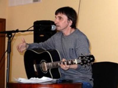 Известный автор-исполнитель Андрей Земсков дал юбилейный концерт в Комсомольске