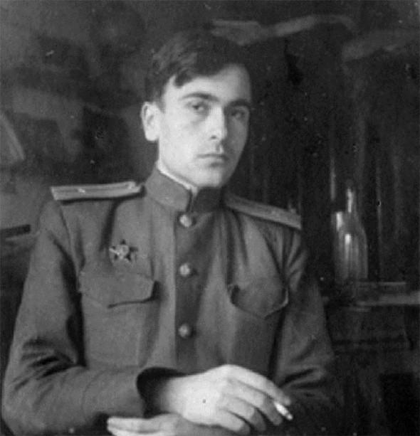 Михаил Анчаров с орденом Красной звезды.