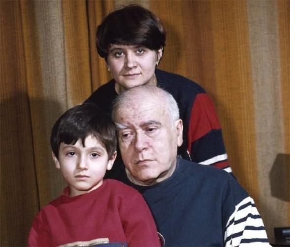 Михаил Анчаров с женой и сыном, 1988 год. Фото В.И. Аверьянова.