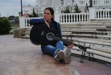 «Красивой петь не запретишь»: какие девушки поют на улицах Севастополя